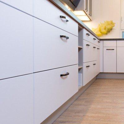 Küche von Nobilia in Weiß softmatt