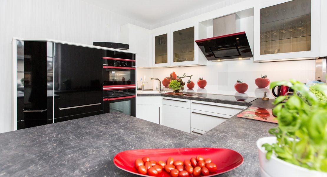 Nobilia Küche mit Hot Chili Edition von Küppersbusch Das